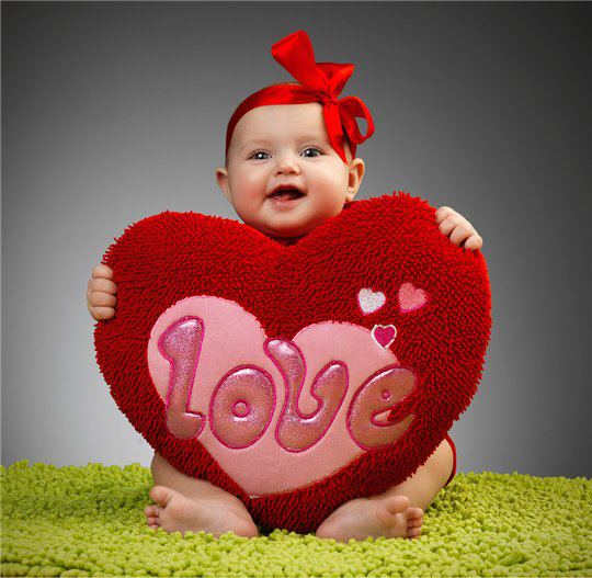 Love And Baby Wallpaper : cute Baby Love Pictures Love Pictures Gallery